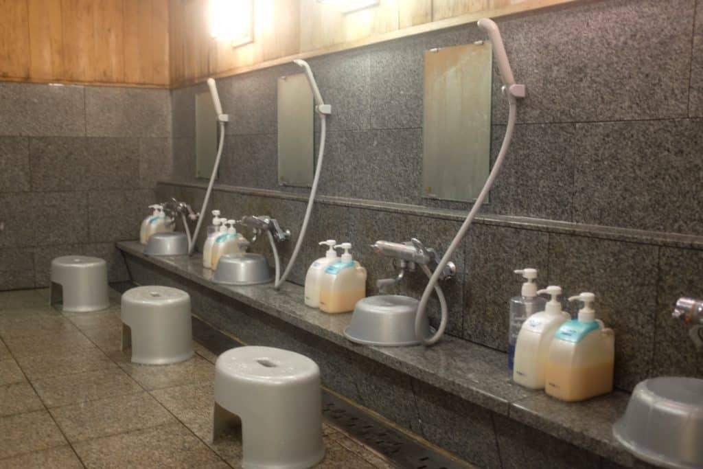 מקלחות באונסן ביפן